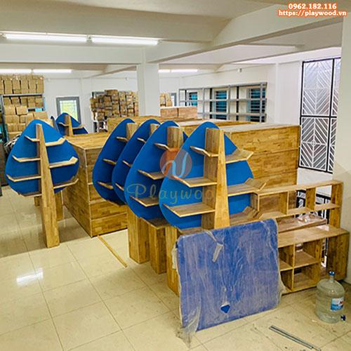 Kệ gỗ trang trí lớp mầm non hình cây PW-3502