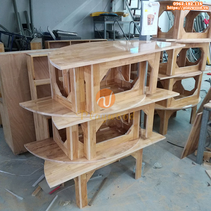 Mẫu bàn gỗ cho bé mầm non hình bán nguyệt PW-3304