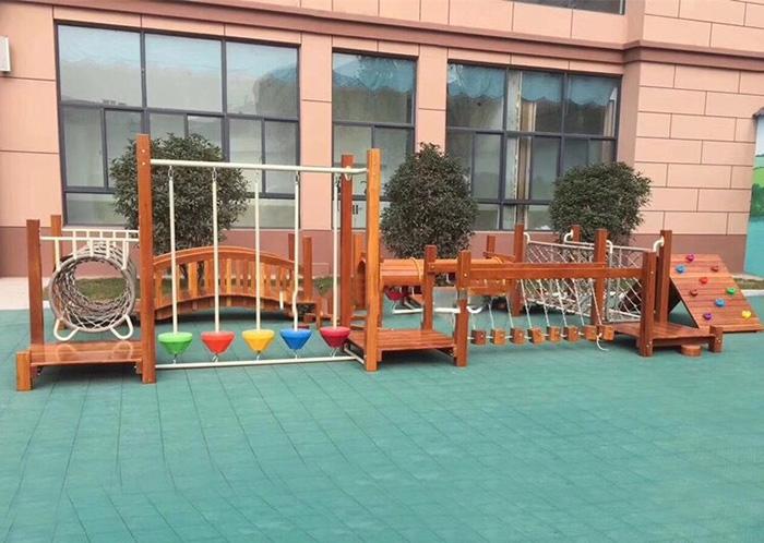 Bộ vận động liên hoàn gỗ cho sân chơi trẻ em tại khu chung cư đô thị