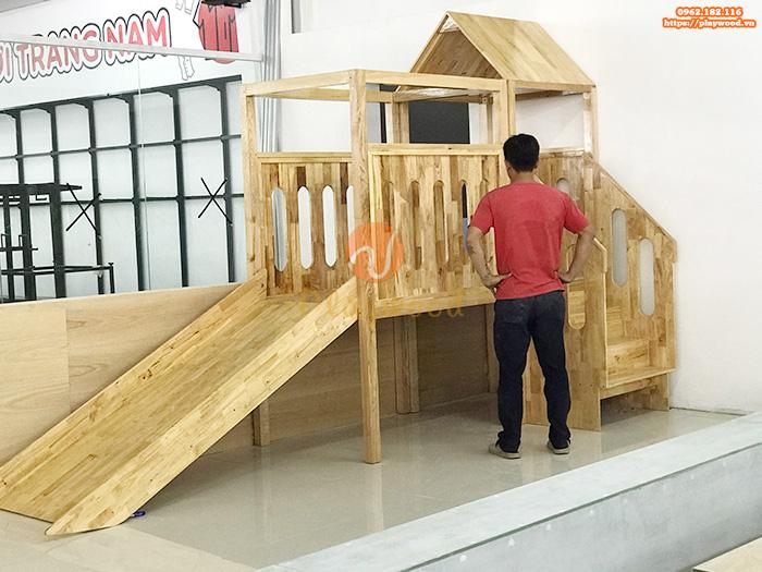 Sản xuất lắp đặt cầu trượt liên hoàn gỗ trong nhà cho khách tại Hưng Yên