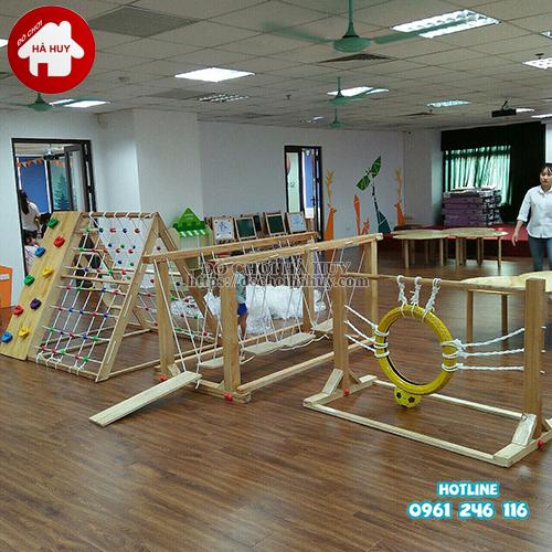 chọn mua bộ vận động liên hoàn gỗ cho khu vui chơi trẻ em trong nhà